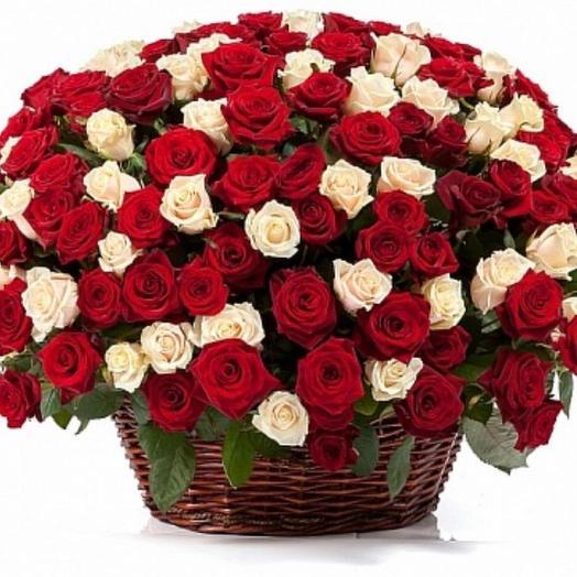 Корзина прекрасных роз: букеты цветов на заказ Flowwow