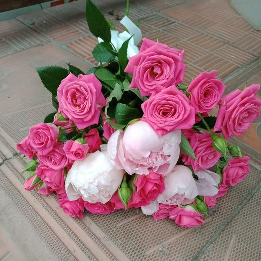 Мини букет из пионов и кустовой розы: букеты цветов на заказ Flowwow