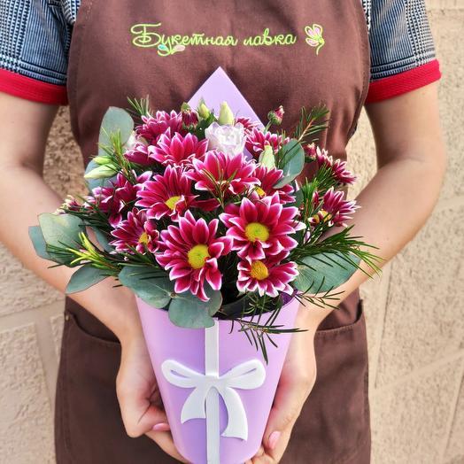 Коробочка с хризантемой: букеты цветов на заказ Flowwow