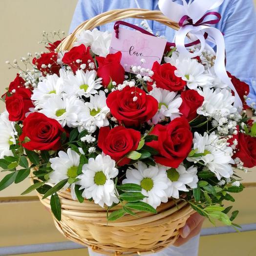 Корзина с цветами «Традиция»