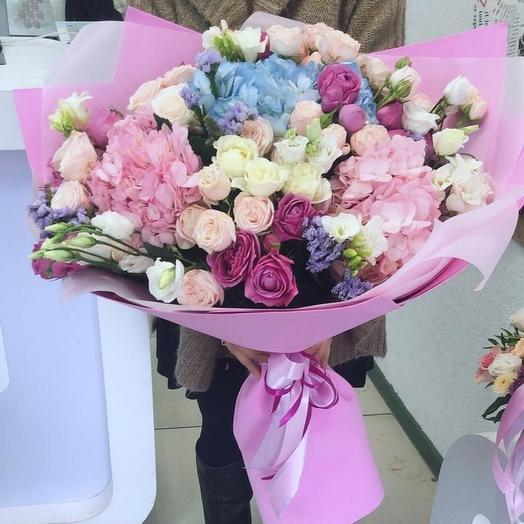 Mahi bouquet of hydrangeas and roses