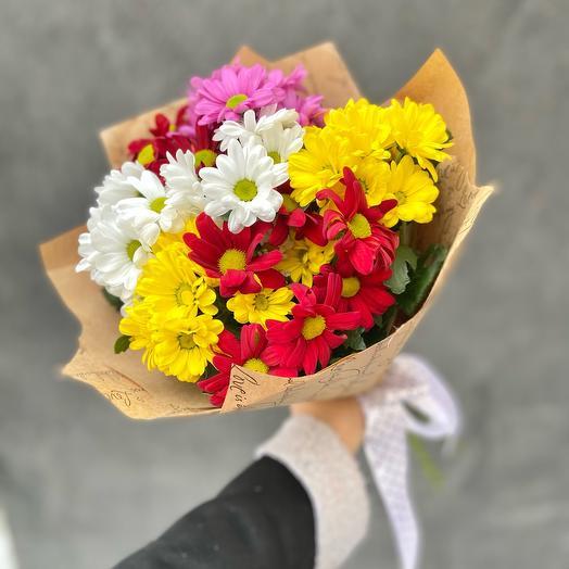 Букет 7 разноцветных кустовых хризантем