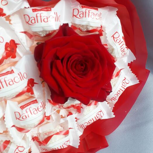 Букет с раффаелло и ароматной розой, для самой любимой