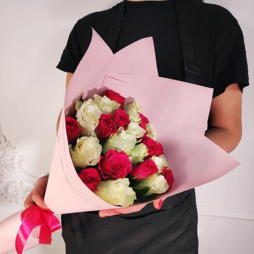 Мини - букет из 19 Белых и Малиновых роз