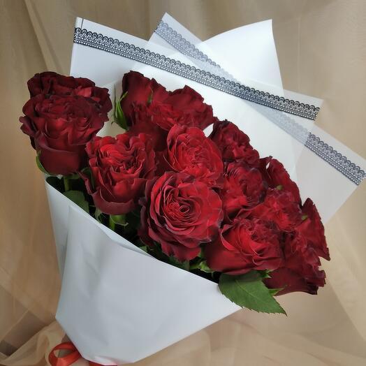Шикарный букет из красной розы HEARTS