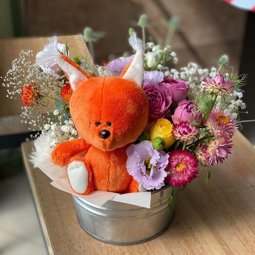 Труженица Белочка с цветами