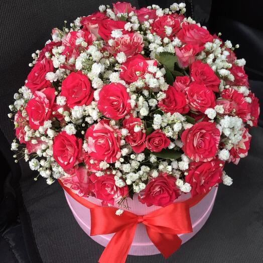 Цветы в коробке с гипсофилой