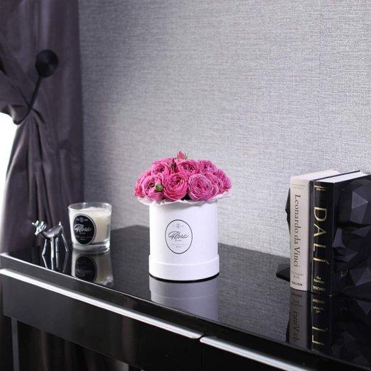 Розы Misty Bubb es в шляпной коробке Demi White: букеты цветов на заказ Flowwow