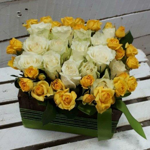 Коробка с розами Солнечная поляна