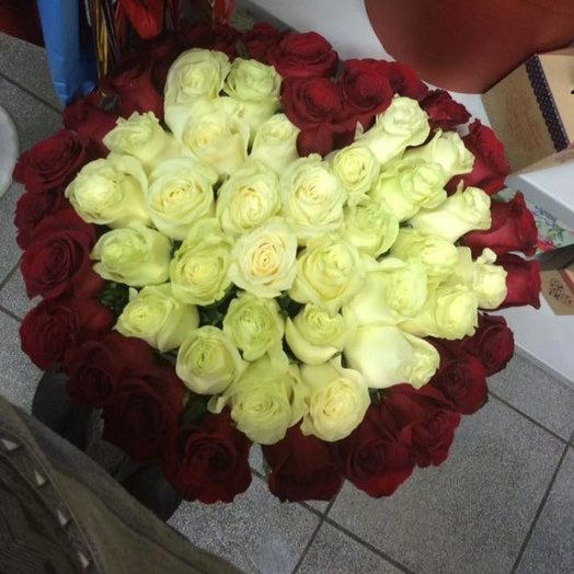 Сердце из 51 розы: букеты цветов на заказ Flowwow