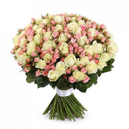 Букет микс из кустовых и одноголовых роз: букеты цветов на заказ Flowwow