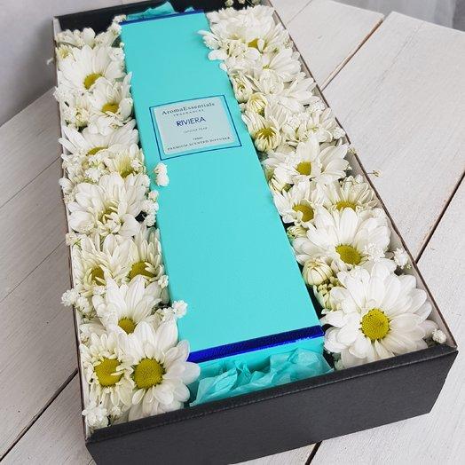 Коробка с ромашками и аромакондиционером.: букеты цветов на заказ Flowwow