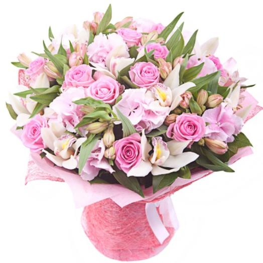 "Букет роз и рускуса ""Пудровое облако"": букеты цветов на заказ Flowwow"