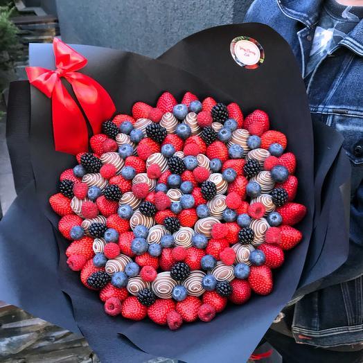 Букет из клубники в бельгийском шоколаде с голубикой/ежевикой/малиной