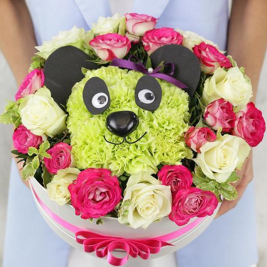 Композиция панда из роз, гвоздик и фисташки
