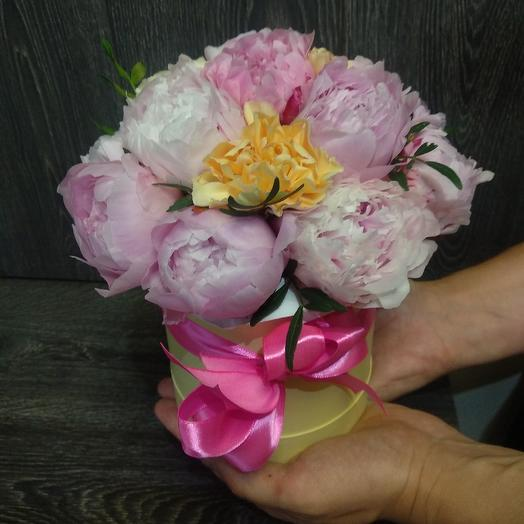 Маленькая коробочка с пионами: букеты цветов на заказ Flowwow