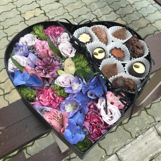 Коробка сердце с миксом шоколадных конфет: букеты цветов на заказ Flowwow