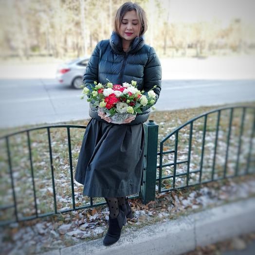 Акцент на красный: букеты цветов на заказ Flowwow