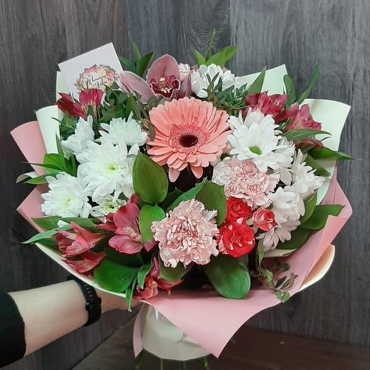 A prefabricated bouquet of chrysanthemums and alstromerias