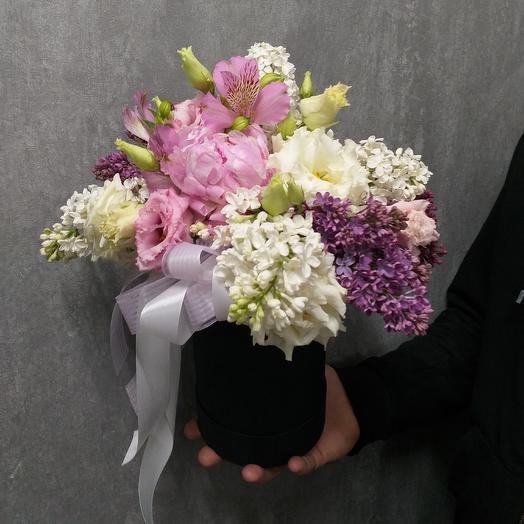 Цветочная композиция с сиренью и пионом: букеты цветов на заказ Flowwow
