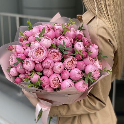Букет из пионовидной кустовой розы и эвкалипта Кэмирон Стандарт