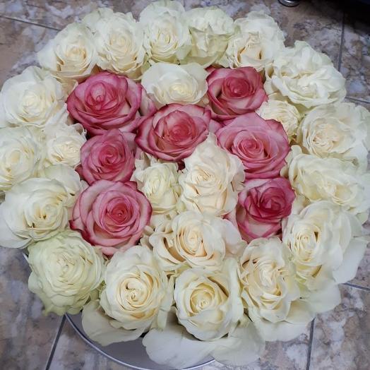 Цветы в коробке - имя или буква розами