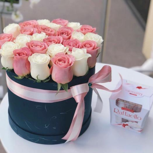 25 white and pink roses