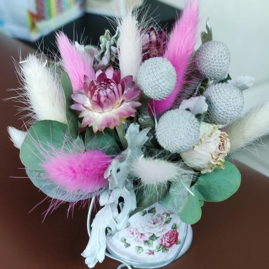 Сухоцветы в ведёрке