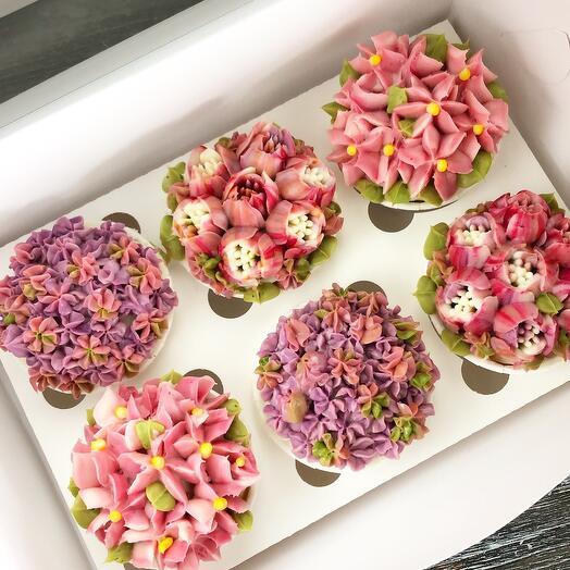 Ванильные капкейки с цветочным декором