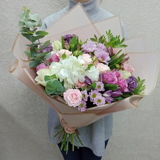 Красивый букет с ассорти цветов