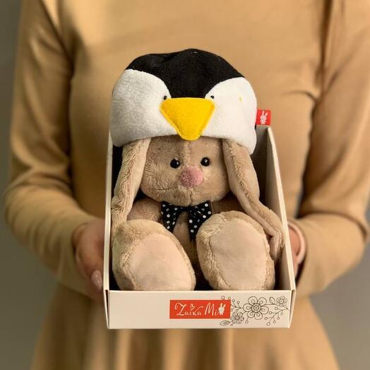 Зайка в шапочке пингвина