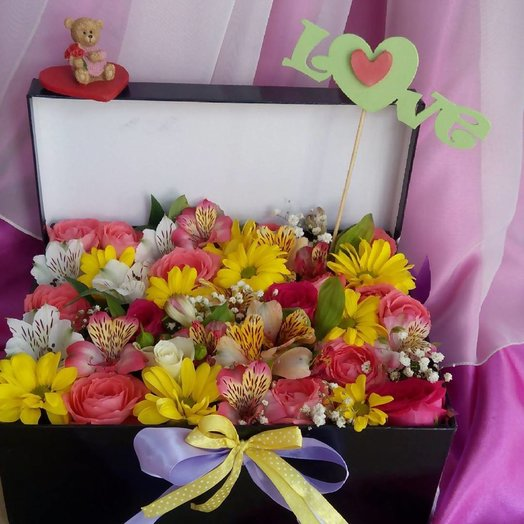 Композиция в коробке: букеты цветов на заказ Flowwow