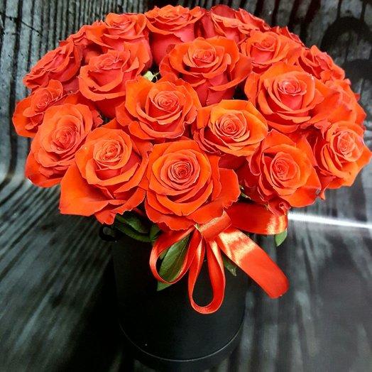 Коробка с рыжими розами