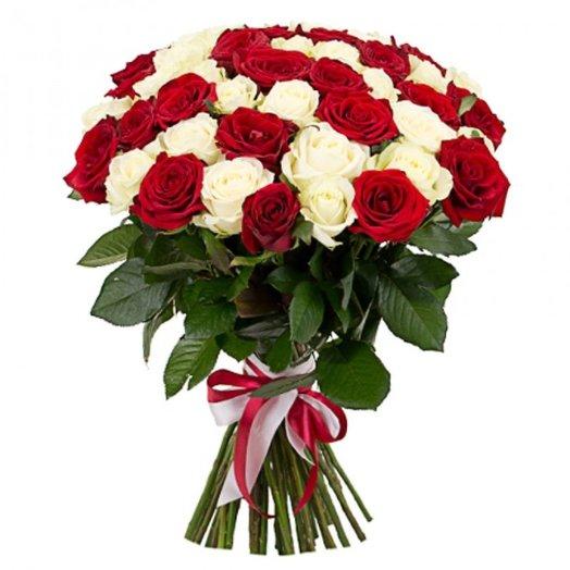 51 роза! Белое/Красное: букеты цветов на заказ Flowwow