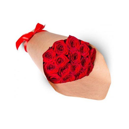 Букет 17 красных розочек в крафте: букеты цветов на заказ Flowwow