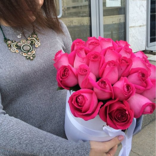 Коробка роз Яркая Пинк: букеты цветов на заказ Flowwow