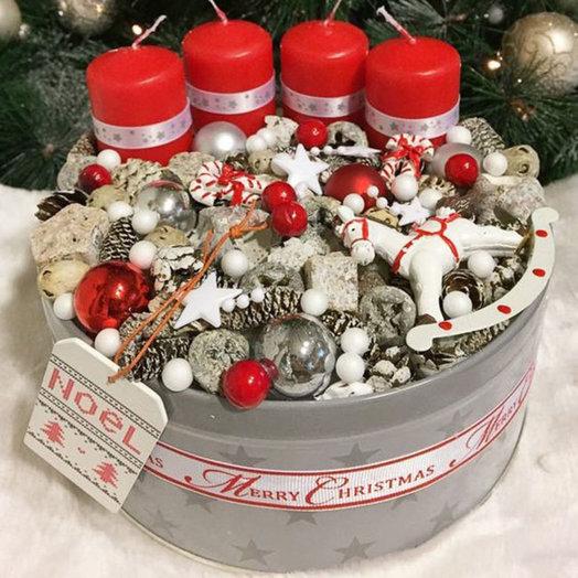 Рождественская коробка «Merry Christmas»: букеты цветов на заказ Flowwow