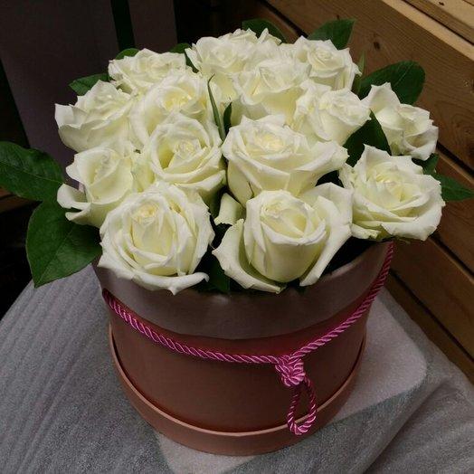 Коробочка из 15 белых роз