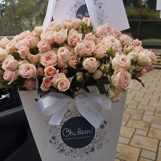 Кустовая розовая роза в коробке: букеты цветов на заказ Flowwow
