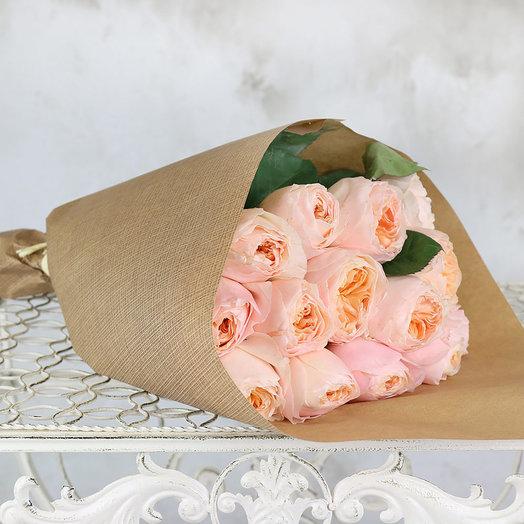 Букет из 15 персиковых пионовидных роз в крафте: букеты цветов на заказ Flowwow