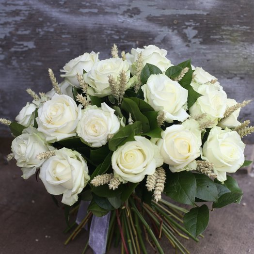 Пшеничка с розами: букеты цветов на заказ Flowwow