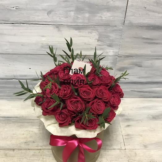 Коробка с розами и эвкалиптом: букеты цветов на заказ Flowwow