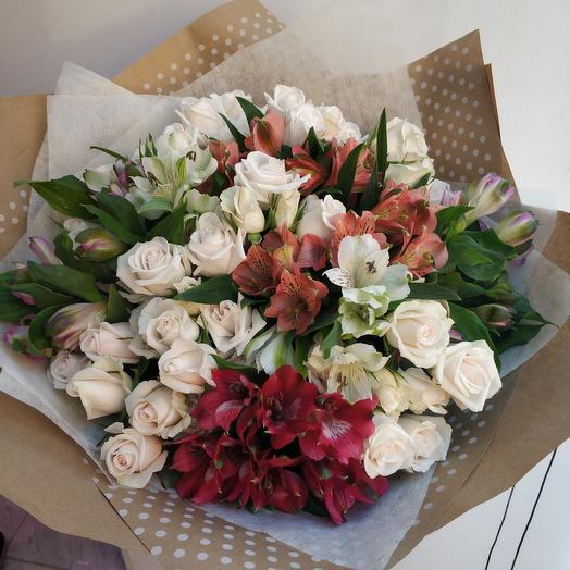 Альстромерии и розы: букеты цветов на заказ Flowwow