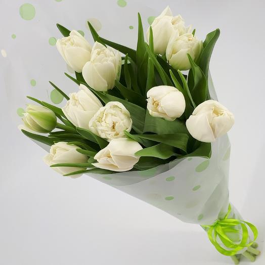 11 белых пионовидных тюльпанов