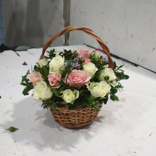 Розы в корзине: букеты цветов на заказ Flowwow