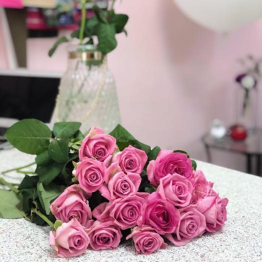 13 розовых роз: букеты цветов на заказ Flowwow