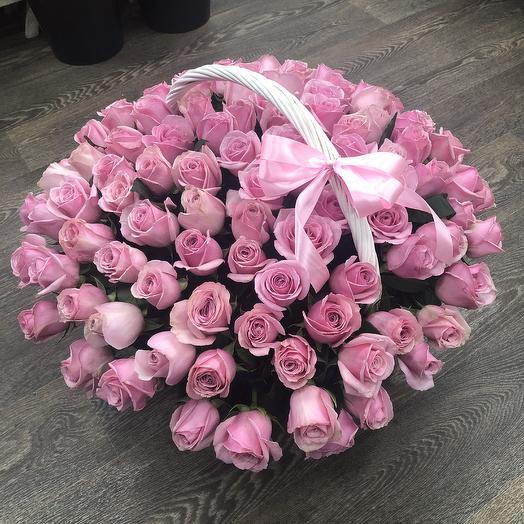 Корзина 101 розовая роза: букеты цветов на заказ Flowwow