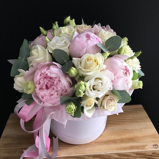 Коробчка дня - с пионами: букеты цветов на заказ Flowwow