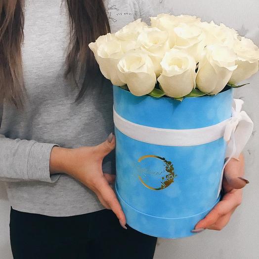 Стандарт🌹Голубая коробка с белыми розами