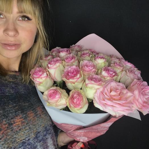 Нежный розовый букет из роз сорта Эсперанс: букеты цветов на заказ Flowwow